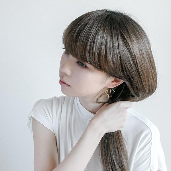 東京を拠点に活動するアクセサリーブランド 『NOUE /  ノウエ』身につける女性の本質的な美しさを引きだせるような、シンプルながらも繊細さを感じるデザインを